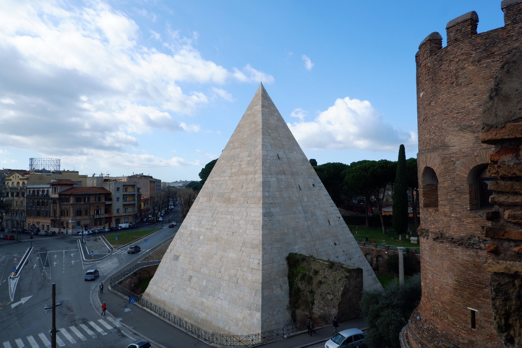Piramide Ostiense seen from Porta San Paolo